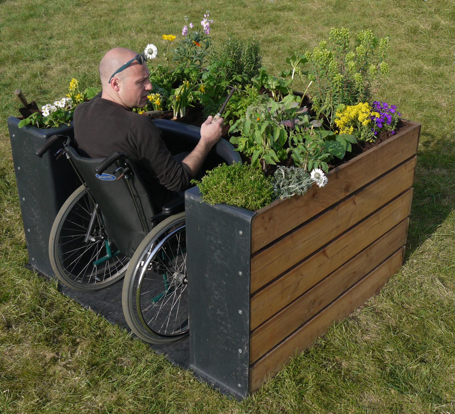 Terraformer permet la personne en chaise roulante de for Jardin et jardinage